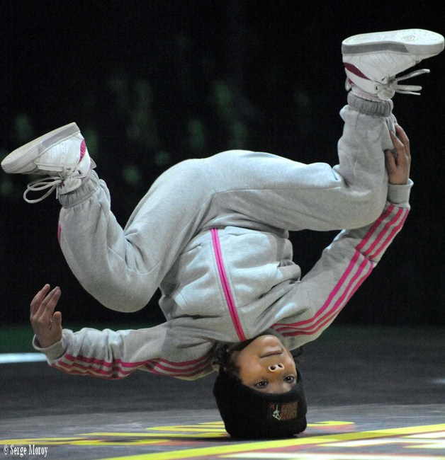 Head-stand spectaculaire  pour la  B-girl Terra -Angleterre-