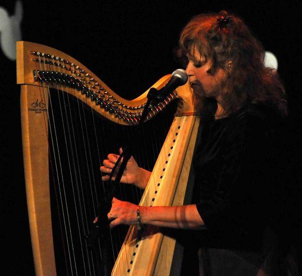 Fancy Cornwell et sa harpe celtique