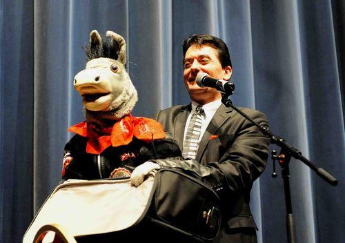 Le ventriloque Philippe Lecomte et Bourricot