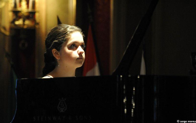 La Hongroise Renata Kriszta Konyicska exécutant la sonate K280 de Mozart