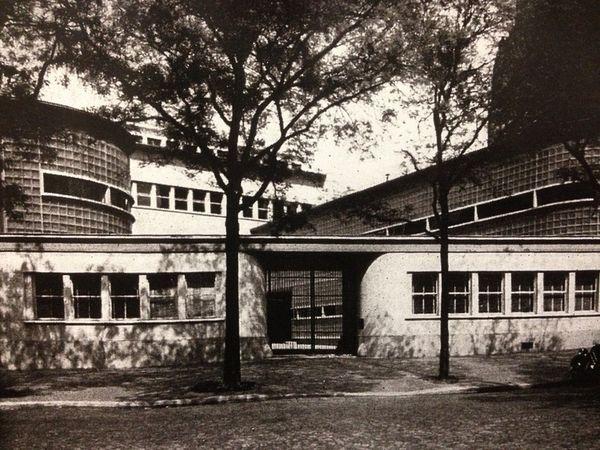 4 Laboratoire de recherches. Saint-Gobain