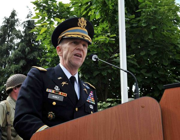 Le colonel Peter F. Herrly (US Army)
