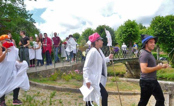 5- Défilé du Bouquet provincial pour la Course aux Trésors. (1024x627)