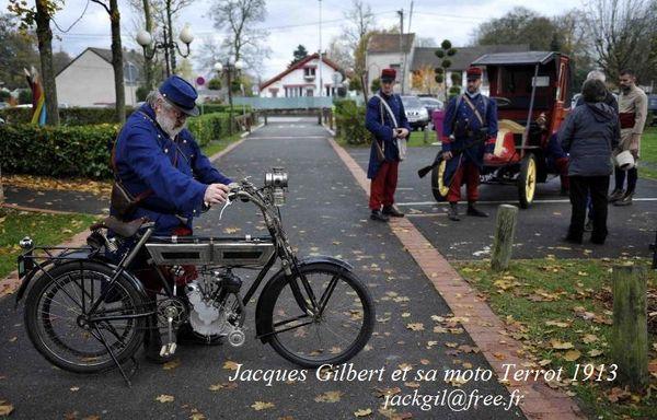Jacques Gilbert et sa Terrot 350 cm3 de 1913 qu'il a mis 5 ans à restaurer complétement