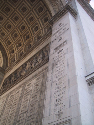 Inscriptions sur l'Arc de Triomphe à Paris
