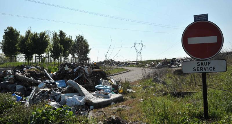 Villevaudé-le pin -déchets sortie autoroute 3